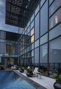 深圳某顶层公寓露天游泳池