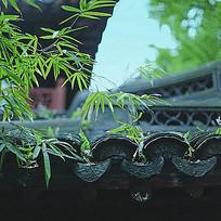 传统瓦片屋檐纹样雕刻