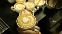 奶茶中爱情图案视频素材