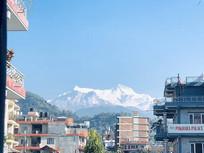 雪山建筑旅游照