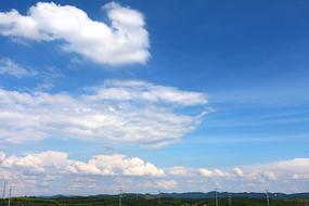 蓝天白云群山