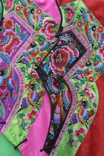 湖南少数民族湘绣服装特写图片