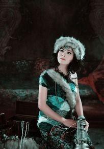 蒙古装美女艺术照片
