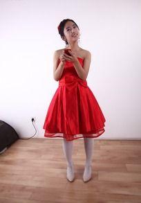 红裙美女模特
