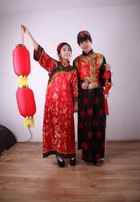 打灯笼 提中国结的古装情侣