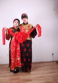 披红挂彩中式婚纱照