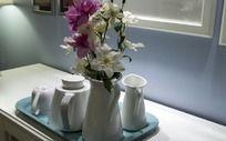 陶瓷茶壶和茶杯
