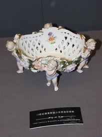 19世纪德雷斯顿小天使造型瓷碗摄影素材