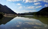 水天一线的秀丽风景