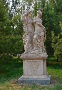 精美高大的欧洲武士雕塑