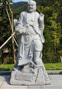 十八罗汉之降龙尊者雕塑