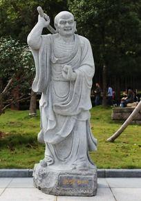 十八罗汉之挠背尊者石雕