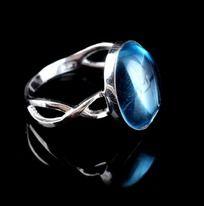 蓝托帕戒指