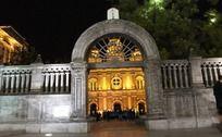 夜晚王府井步行街天主教堂大门
