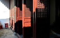 瞿秋白纪念馆的红色大门
