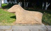 荆川公园墓道边的牛雕塑