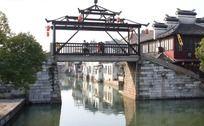 古镇同里夕阳下的招牌桥