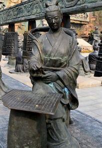 下棋的古代美女雕塑