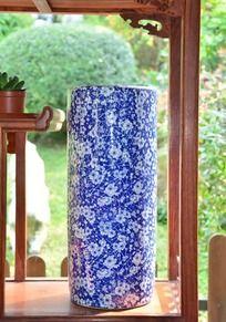 青瓷花纹的花瓶
