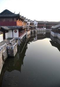 水边建筑群