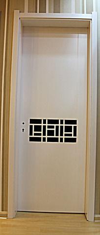镂空雕刻的木门
