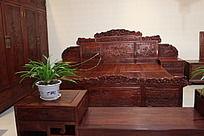 实木雕刻花纹木床