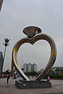 万达广场结婚戒指雕塑