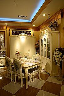 欧式风格白色餐厅效果图