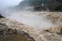 奔腾的黄河瀑布