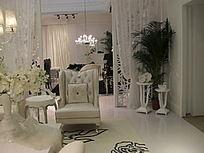 白色的欧式客厅一角