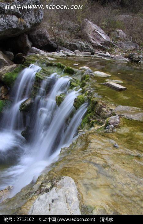 如雾气般的溪流瀑布图片
