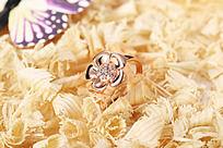 精美的花形戒指