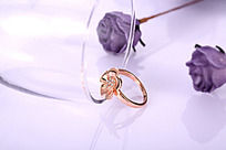 魅力四射的金戒指
