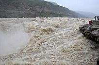 气吞山河的黄河水