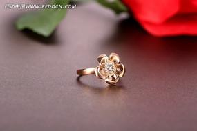 奢华的金色戒指
