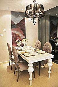 新古典风格的餐桌