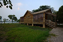 焦作市龙源湖公园的木质茶屋