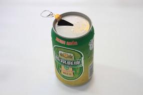 打开的燕京啤酒