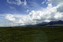 草原上的蓝天白云