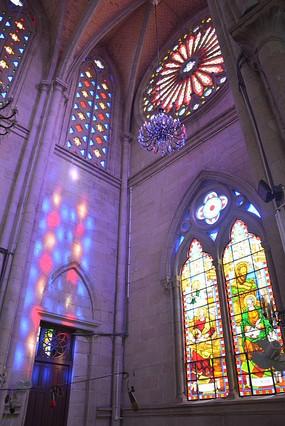 石室圣心大教堂彩色玻璃窗