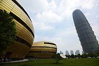 艺术中心和千玺大厦