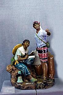 苗族妇女陶瓷工艺品