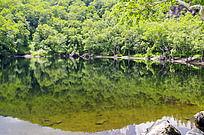 小天池清澈的湖水