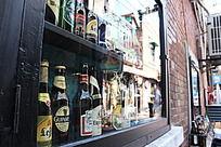 橱窗内的啤酒