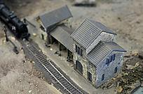 火车道旁的房屋模型