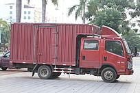 红色的大货车