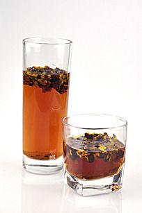 两杯菊花茶