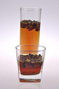 两杯野菊花茶