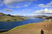 高原上的山峦白云圣水湖泊5
