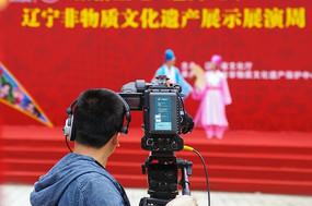 拍摄舞台的摄像师